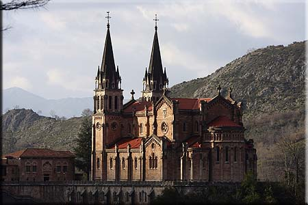 basilica-covadonga-picosdeeuropa